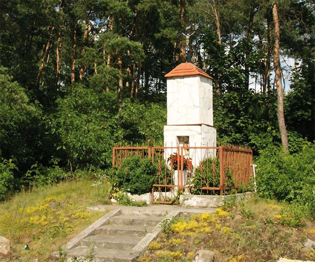 Kapliczka z krzyżem w Żółwinie